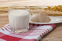 glass-milk-wheat-ears-15901774
